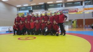 Die Ringer mit Trainer und Betreuern nach dem Kampf